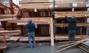 Home Depot w Pleasanton, Kalifornia, Stany Zjednoczone, gdy ceny drewna rosną