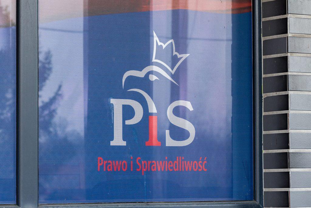 Dlaczego lewica popiera prawicowy rząd w Polsce?