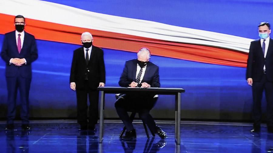 """Ustawa Prawo i Sprawiedliwość ujawnia """"polski układ"""", który ma ożywić gospodarkę"""