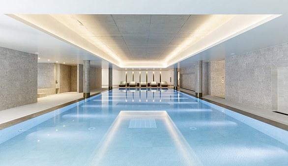 W apartamentowcu znajduje się 20-metrowy basen