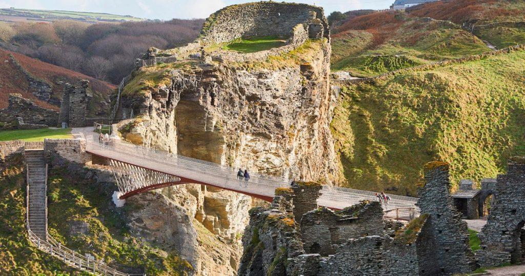 Brytyjczycy otrzymają nowe bony wakacyjne i bilety kolejowe na podróż po Wielkiej Brytanii po Covid