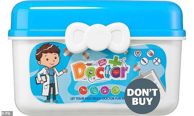 Najbardziej niebezpieczną zabawką w śledztwie był 51-częściowy zestaw do zabawy w lekarza – opisany jako zabawka dla dziecka lub małego dziecka – sprzedawany na Wish
