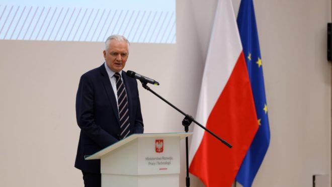 Polska koalicja rządowa rozpada się po rezygnacji wicepremiera - Manumet Stream