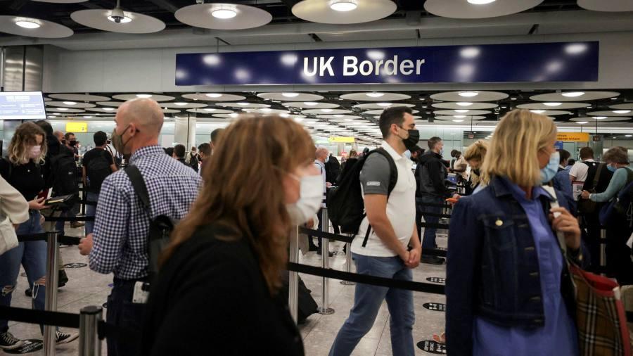Najnowszy koronawirus: liczba pasażerów Heathrow wraca do poziomu z marca 2020 r.