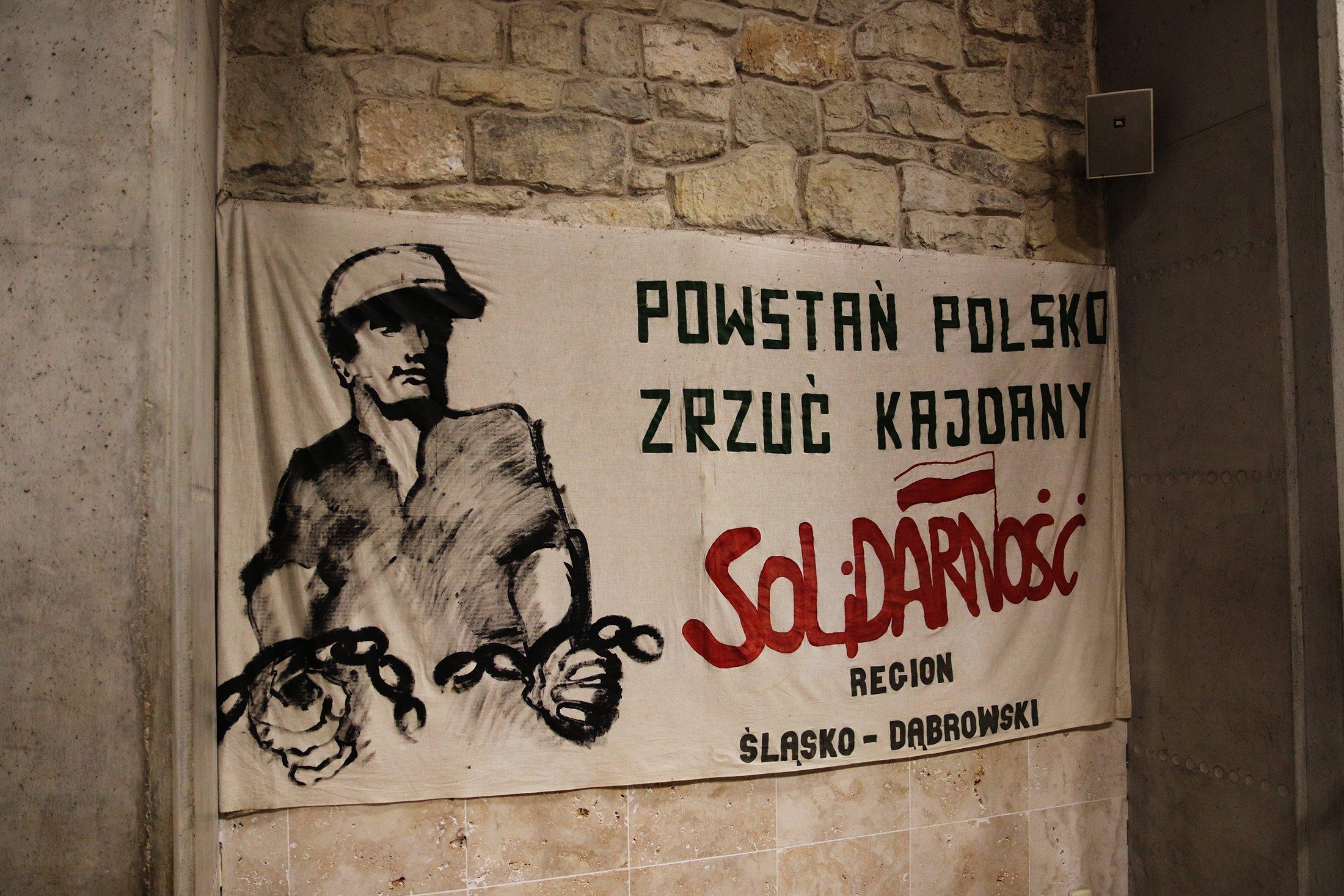 Flaga Związku Solidarności w Polsce.  (zdjęcia Shutterstock)