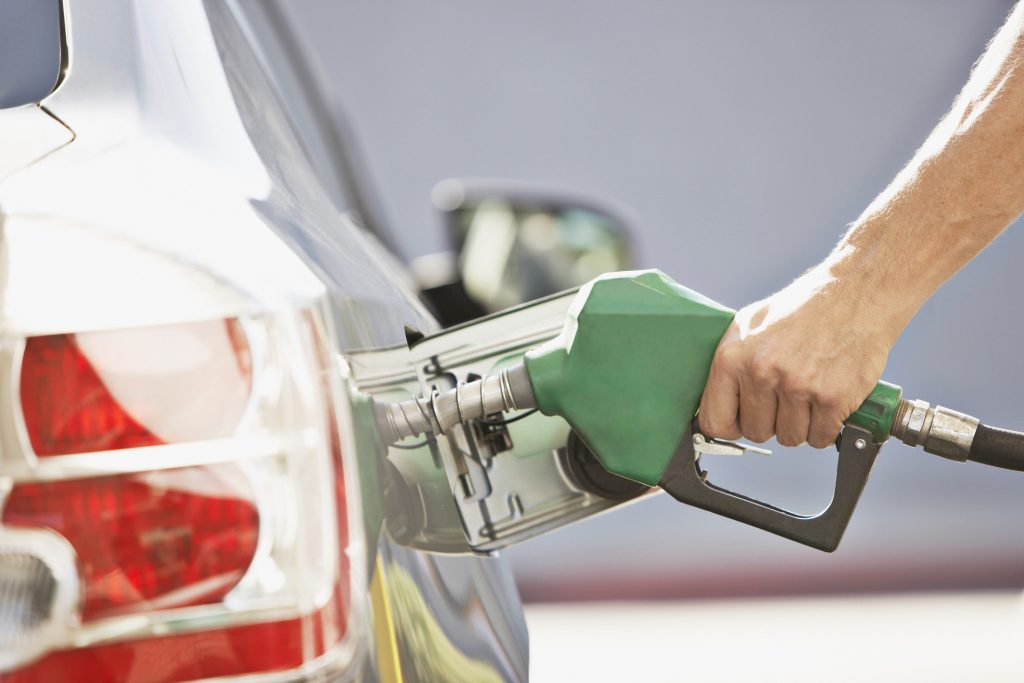 Co zrobić, jeśli Twój samochód nie jest kompatybilny z E10 i jeśli nadal możesz dostać benzynę E5 po zmianie paliwa?