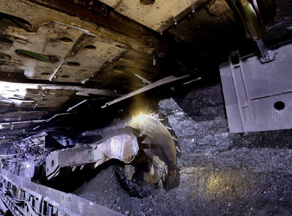 Kontrakt na modernizację długich ścian w Polsce oraz duże zamówienia na obsługę stropów w USA i Rosji zwiększają FAMUR na 2021 r.