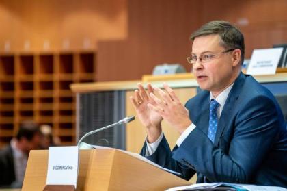 Komisja Europejska ocenia węgierskie i polskie plany odporności – wiceprzewodniczący